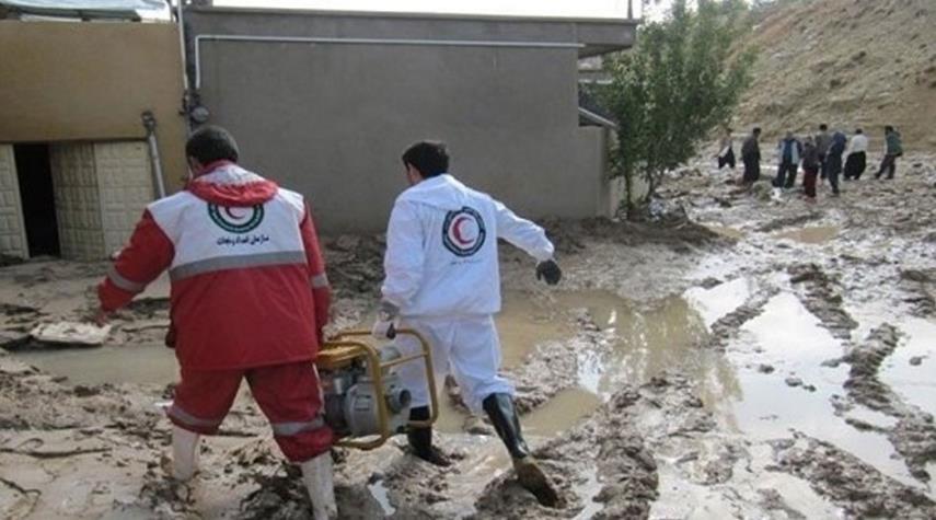 العديد من المحافظات الايرانية تجتاحها السيول والثلوج