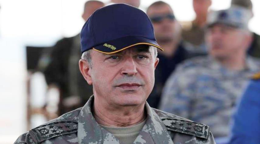 وزير الدفاع التركي يتفقد الوحدات العسكرية على الحدود السورية