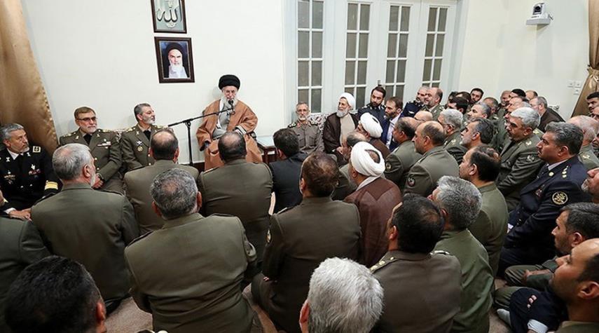 الامام الخامنئي يشيد بدور القوات المسلحة في مكافحة الارهاب