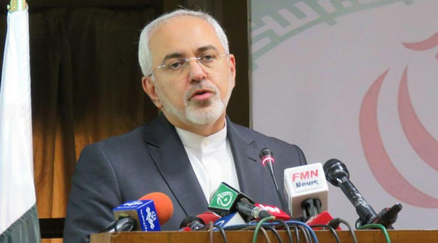 ظريف يؤكد ضرورة تعزيز التعاون الحدودي مع باكستان