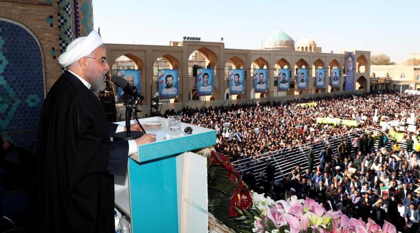 الرئيس روحاني يرعى تدشين اكثر من 500 مشروع وسط ايران