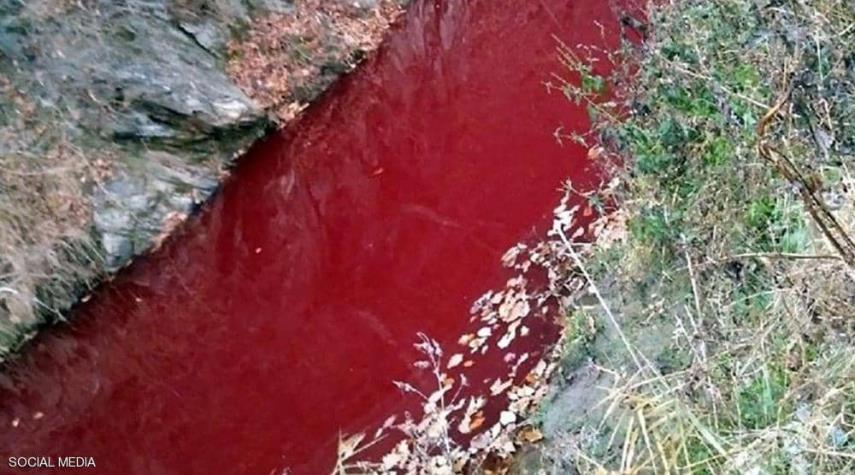 نهر بين الكوريتين يتحول إلى الاحمر القاني.. والسبب!!!