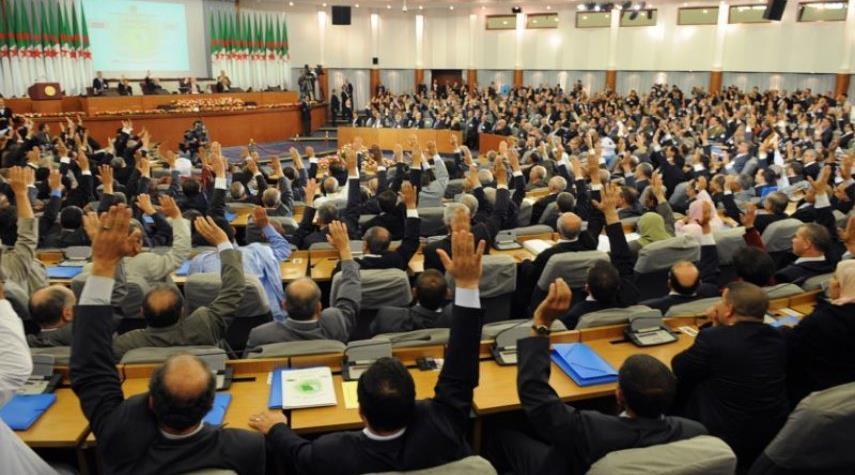 البرلمان الجزائري يصادق على قانون مثير للجدل