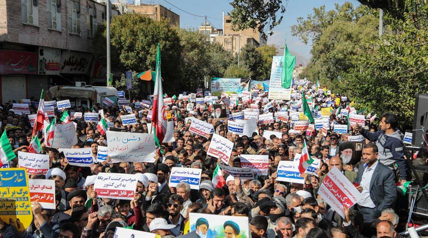 دعماً للنظام الاسلامي في مواجهة الاستكبار..مسيرات في ايران يوم الجمعة
