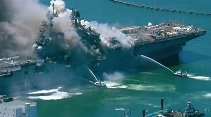 حريق كبير في سفينة تابعة للبحرية الأميركية