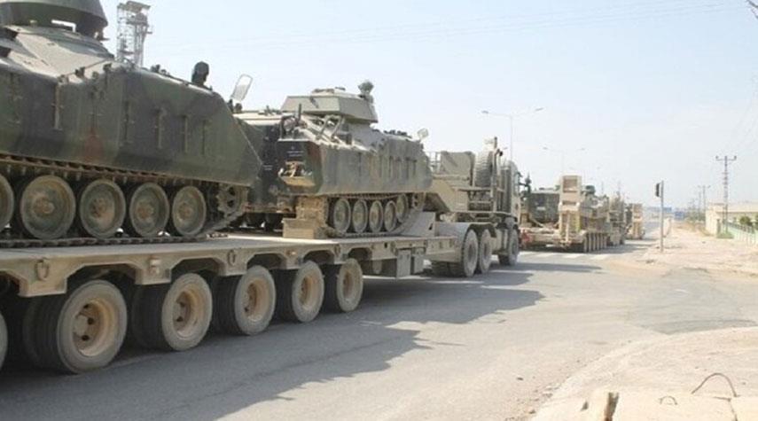 تركيا تحشد دباباتها على الحدود مع اليونان