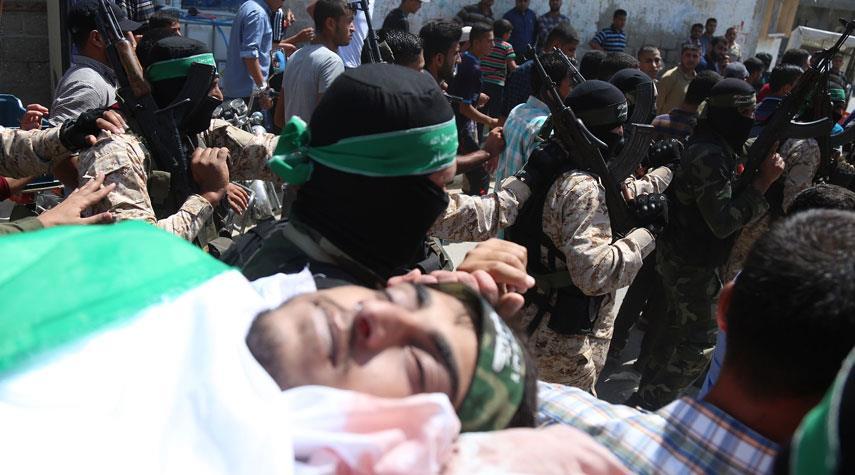 غزة تُشيع قسامياً قضى خلال عمله بأنفاق المقاومة