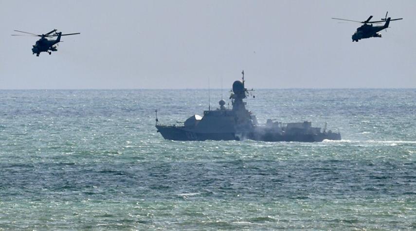 """الأسطول الروسي والإيراني يدمّر العدو الافتراضي في مناورات """"قوقاز 2020"""""""