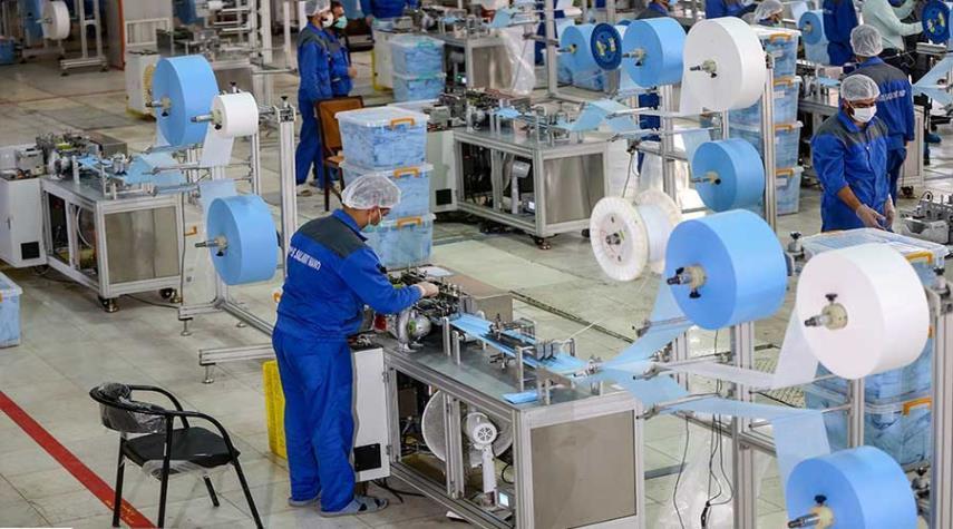صور.. إيران تحطم الرقم القياسي لإنتاج الكمامات الواقية