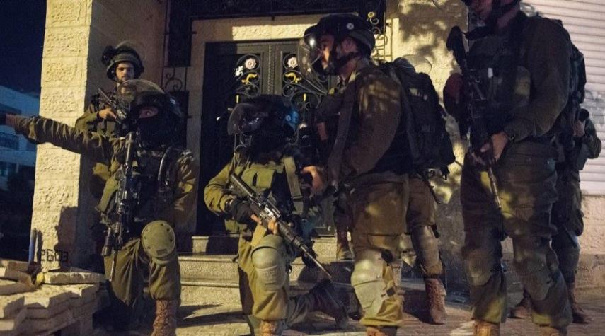 قوات الاحتلال تقوم بحملة مداهمات وإعتقالات في الضفة والقدس