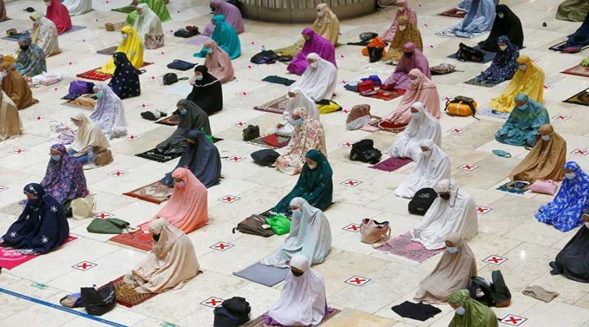 صور.. المسلمون يحيون شهر رمضان المبارك حول العالم