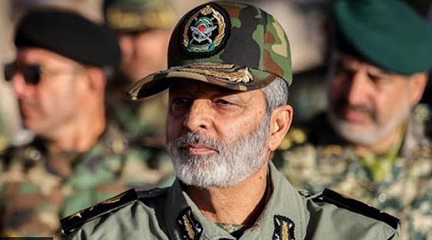 قائد الجيش الايراني: حققنا نجاحات ومنجزات كبيرة رغم اجراءات الحظر