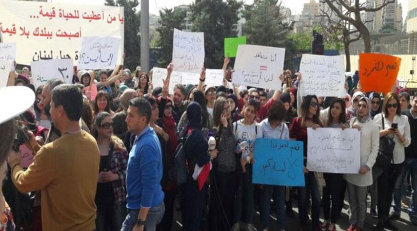 لبنان... اضراب عام وقطع الطرقات في بعض المناطق
