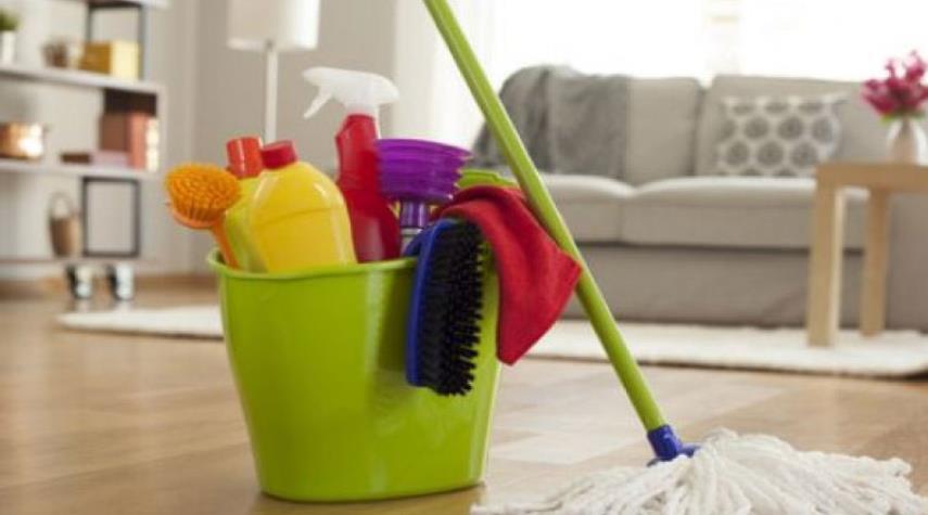 دخل منزلاً عن طريق الخطأ فنظف كل شيء وقدم الطعام للقطط!