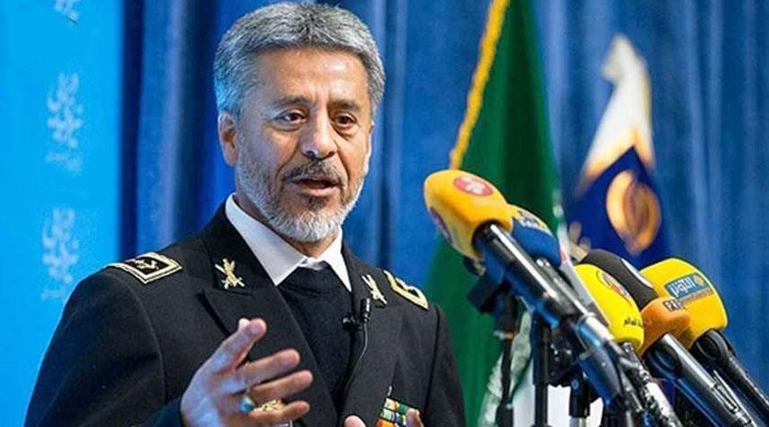 الاميرال سياري: معدات الجيش الايراني حديثة وكفوءة