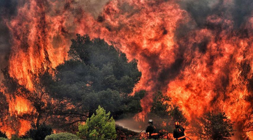 حرائق غابات اليونان تخلي القرى الغربية ومخاوف من اشتدادها