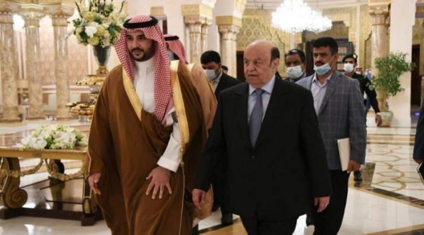 السعودية تبدأ اجراءات ترحيل هادي وكبار موظفيه