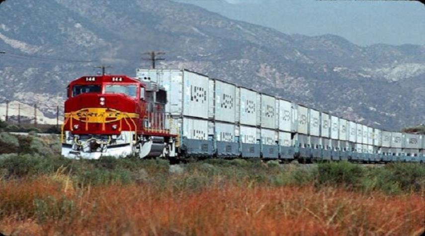 ترانزيت البضائع عبر حدود إيران البرية يسجل نموا بنسبة 133 بالمئة